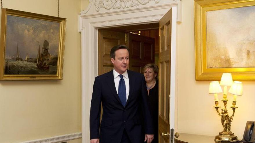 """Cameron dice que el """"fracking"""" y el regreso de empresas desde Asia impulsarán la economía"""