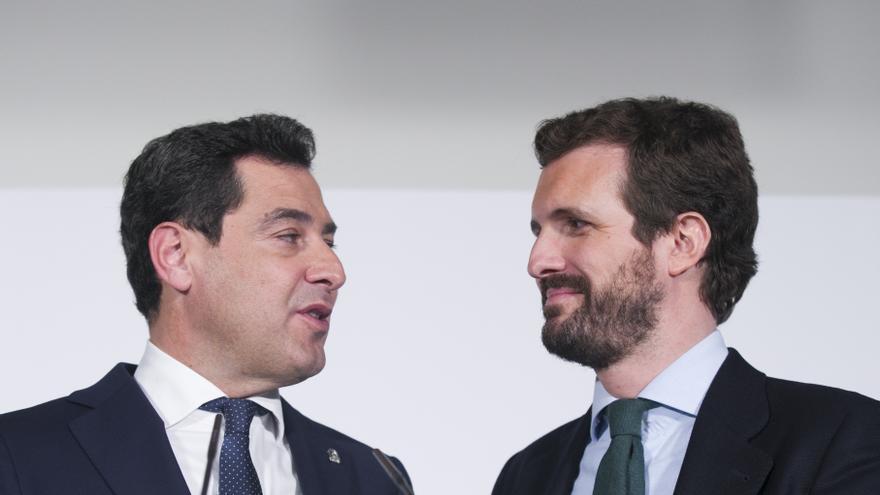 El líder del PP, Pablo Casado, junto al presidente de la Junta de Andalucía, Juanma Moreno. En Sevilla, a 30 de enero de 2020.
