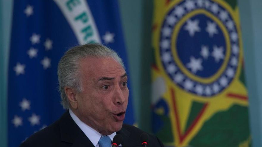 Temer viaja a Rusia y se distancia de la crisis que amenaza su mandato en Brasil