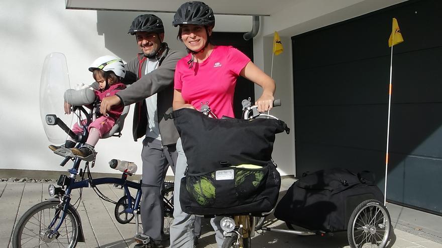 Diana, Diego y Jara, durante el viaje. \ Esto no es una escuela