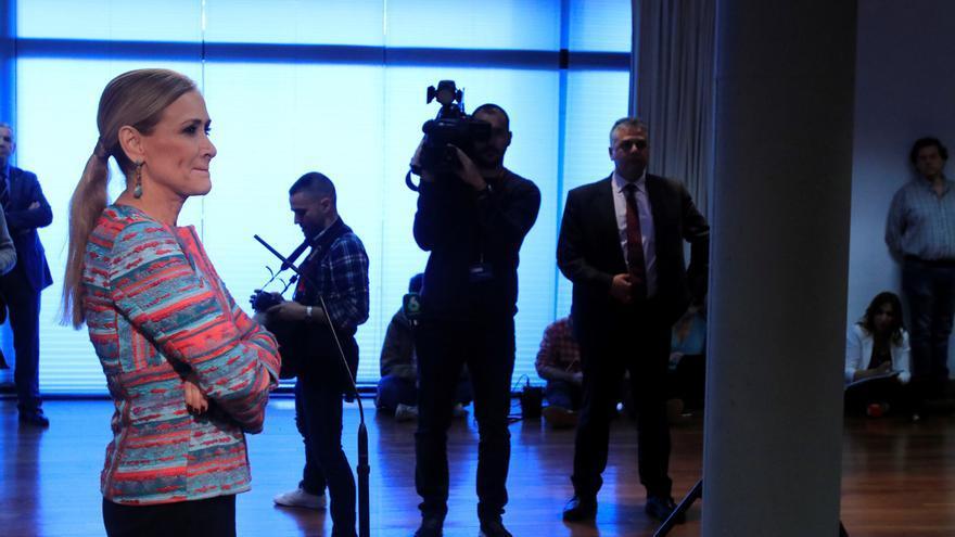 Cristina Cifuentes, momentos antes de la rueda de prensa posterior al pleno extraordinario en la Asamblea de Madrid. Foto: EFE