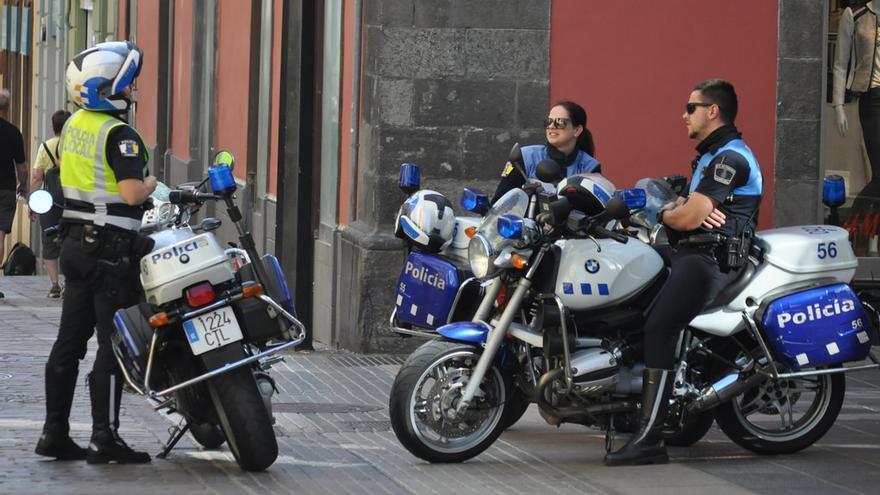 Policías locales en el centro de Santa Cruz de Tenerife