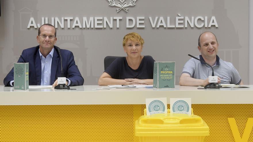La concejala de Medio Ambiente, Pilar Soriano, junto al director general de Cambio Climático, Joan Piquer, y el director de Gestión Local y Autonómica de Ecoembes, Ángel Hervella.