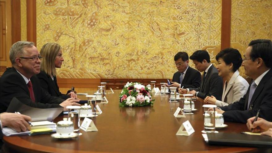 Mogherini busca afianzar las relaciones UE-China en su primera visita a Pekín
