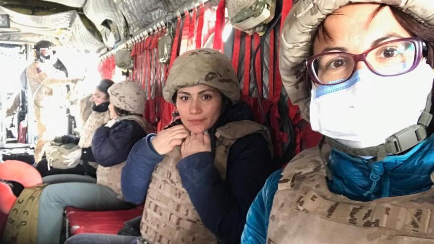 Las repatriadas, en el helicóptero que las trasladó desde Erbil a Bagdag este martes