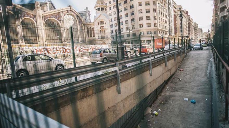 La rampa del aparcamiento construida en la avenida del Oeste