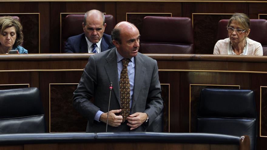 Guindos elude responder si España aceptaría aumentar la jornada laboral a 6 días o anticipará la jubilación