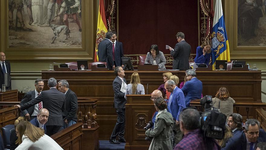 Diputados en el Parlamento de Canarias