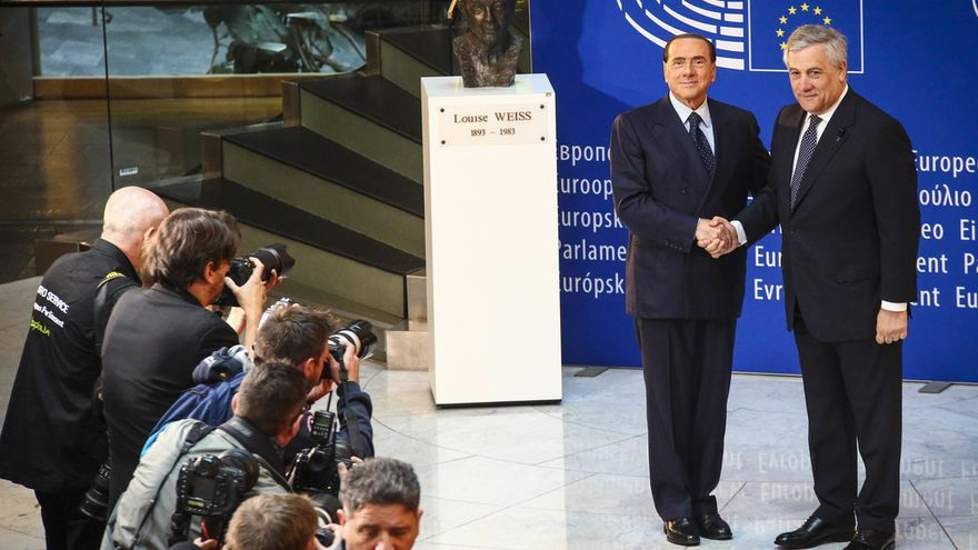 European Ceremony of Honour for Dr. Helmut KOHL, Former Chancellor of the Federal Republic of Germany and Honorary Citizen of Europe (1930 - 2017) at the European Parliament in Strasbourg - Handshake between Silvio BERLUSCONI, Former Italian Prime Minister, on the left, and Antonio TAJANI, EP President