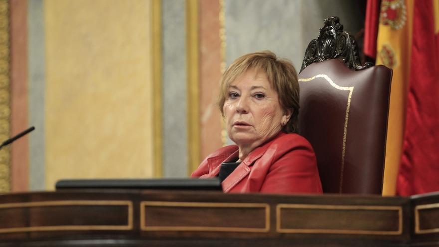 """UPyD acusa a Villalobos de """"faltar al respeto al Congreso y a los ciudadanos"""" por jugar con su tableta en la Presidencia"""