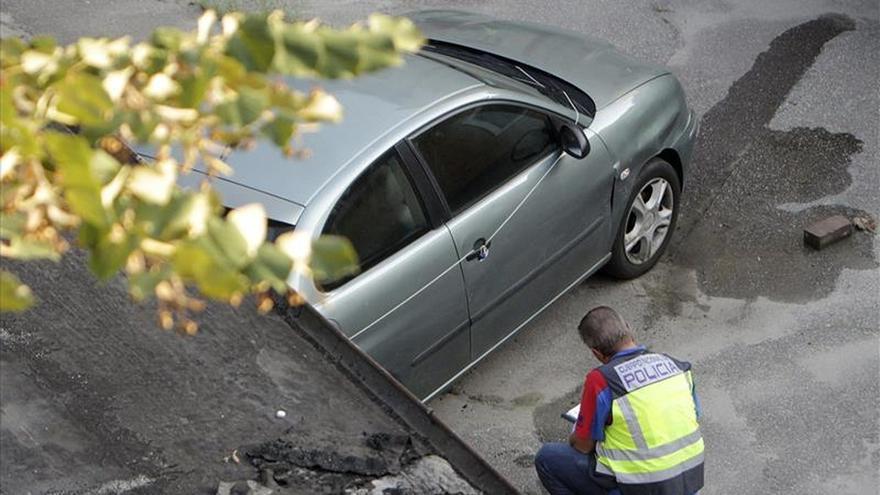 Policías españoles analizan en Rumanía el coche del presunto asesino de Cuenca