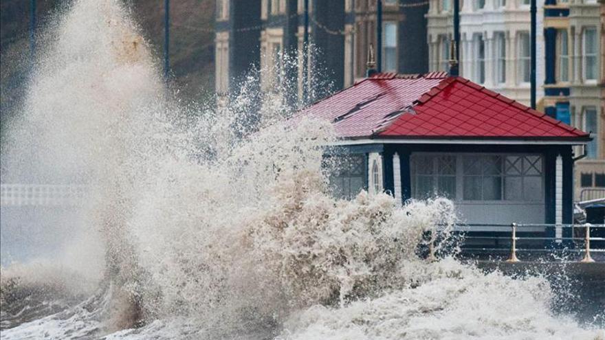 Más de cien alertas por inundación en el Reino Unido debido al temporal
