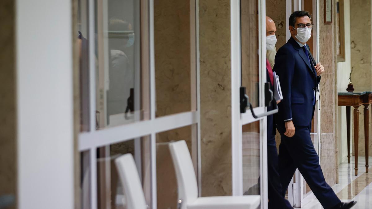 El ministro de la Presidencia, Relaciones con las Cortes y Memoria Democrática, Félix Bolaños, en los pasillos del Congreso en una imagen de archivo.