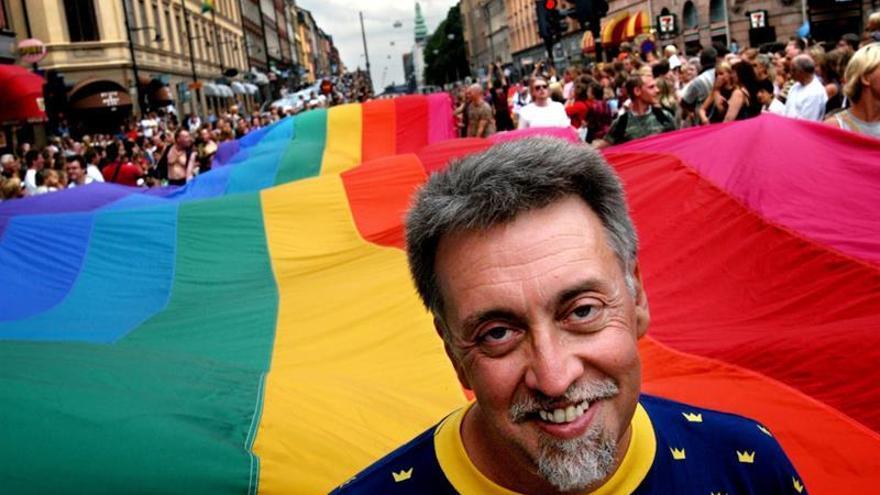 Muere Gilbert Baker, el creador de la bandera arcoíris