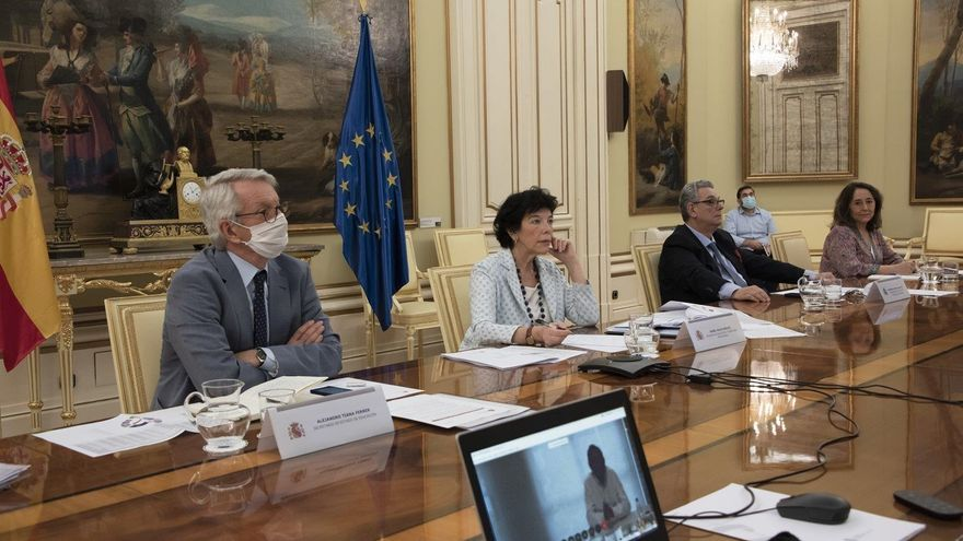 El Gobierno convoca a una reunión de Sanidad y Educación con las Comunidades Autónomas para abordar el comienzo de clases