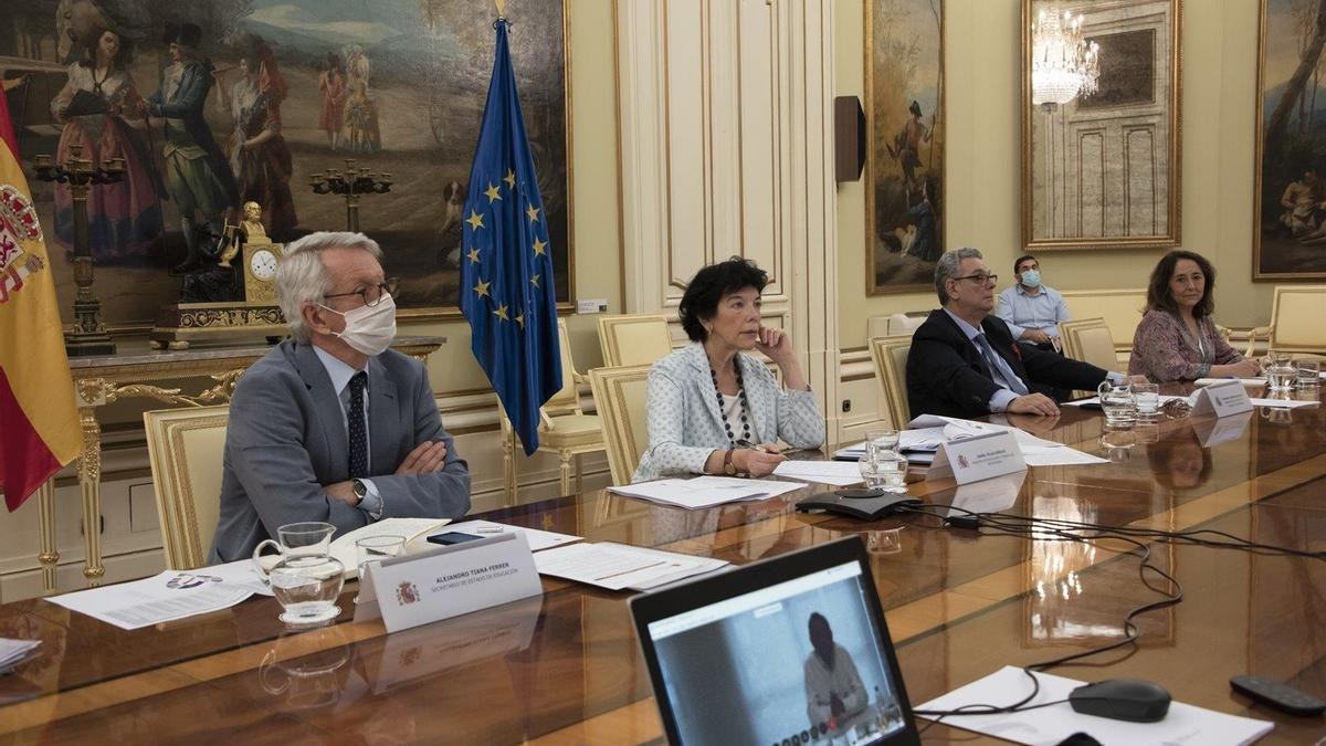 La ministra de Educación, Isabel Celaá, durante una Conferencia Sectorial celebrada con las comunidades autónomas.