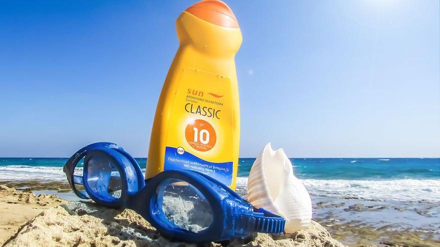 El uso de protector solar es fundamental a la hora de exponerse al sol. (DP)