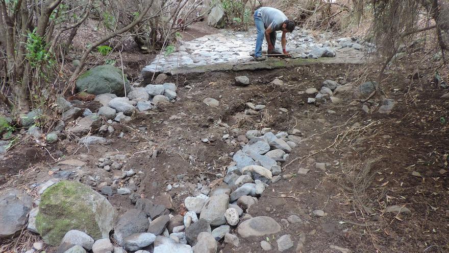 Los trabajos de reparación han consistido en volver a hacer transitables algunos de los tramos de los senderos, especialmente en el Caboco de La Zarza y en la pista que baja desde La Zarcita.