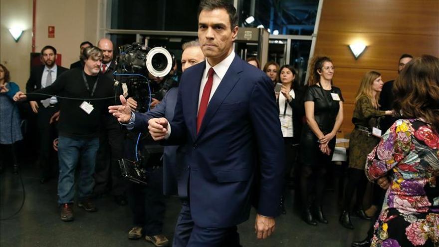Sánchez dice que sólo el PSOE puede reunir a españoles e impulsar el cambio