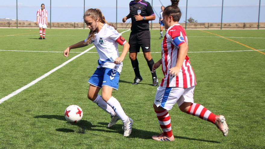 Bea, capitana del sénior CD Tenerife Femenino, una de las jugadoras citadas este lunes en La Salud.