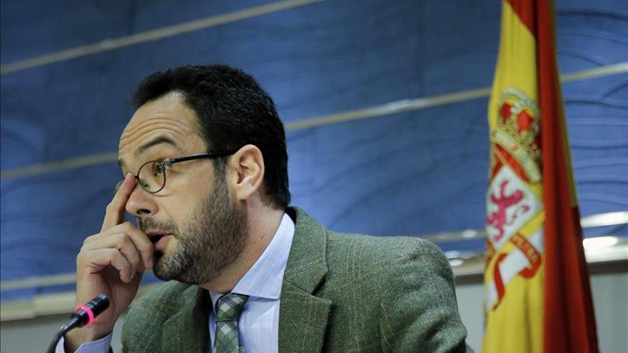 """Hernando dice que Rajoy está """"esposado a la corrupción"""" por el caso Bárcenas"""