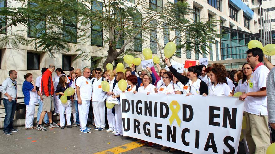 Concentración en el Hospital Insular de Gran Canaria. (CIRENIA VICO)