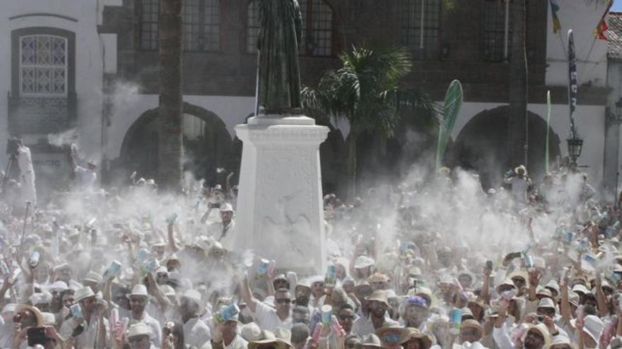 Celebración de Los Indianos en la plaza de España.