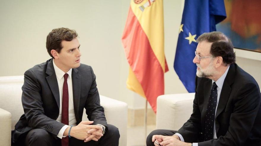 Rivera se reúne con Rajoy para pedirle que aplique ya el 155 de la Constitución, pero el presidente lo rechaza