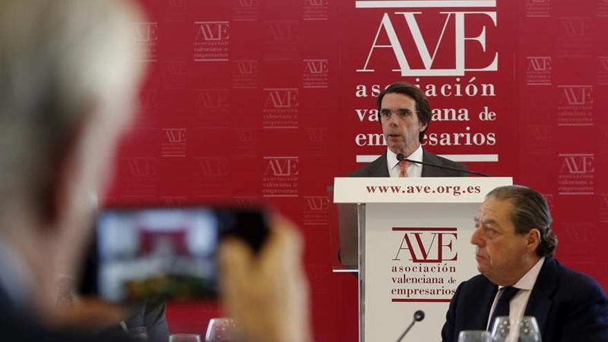 Aznar advierte sobre pactos sin reformas basados en más compromiso de gasto