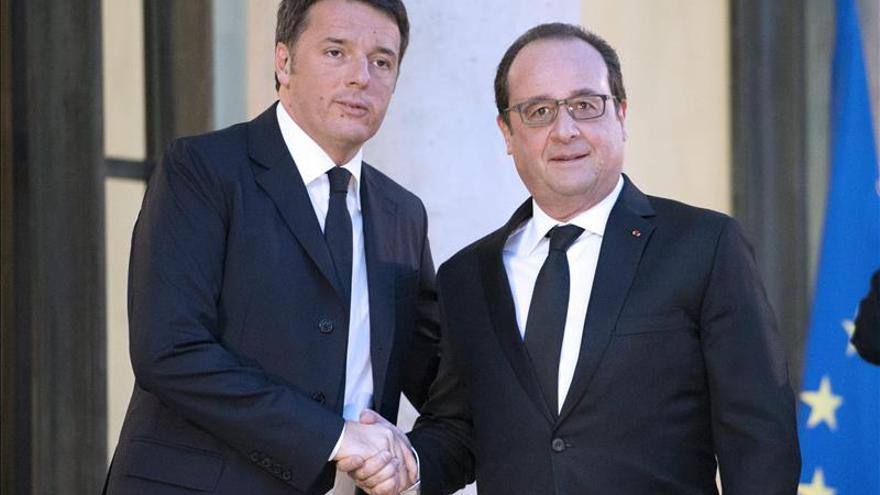 Hollande busca una unión internacional que no acaba de encontrar en Francia