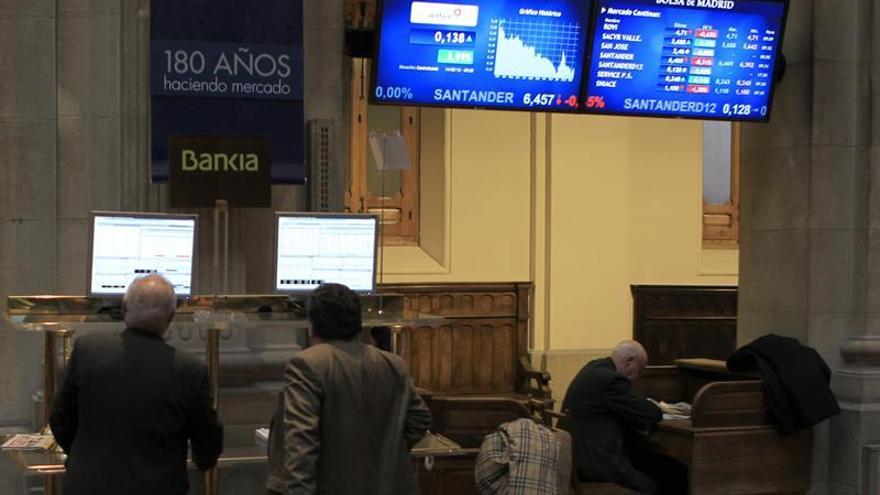 España vende casi 3.500 millones en letras y cobra más por las de tres meses