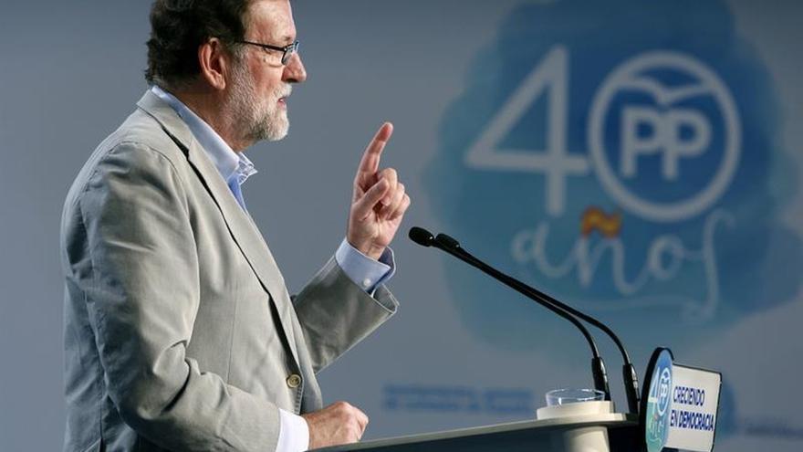 """Rajoy subraya que en Europa """"no dan crédito"""" y le animan a preservar la ley"""