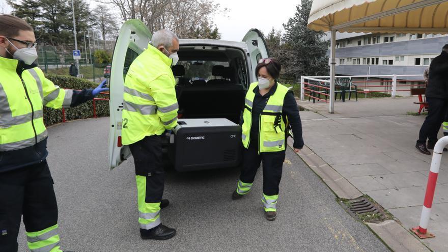 Llegada a Navarra de las primeras dosis de la vacuna frente al Covid-19, que se han comenzado a administrar este domingo, 27 de diciembre, en la Residencia 'El Vergel' de Pamplona.