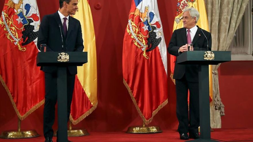 Pedro Sánchez y el presidente chileno, Sebastián Piñera, en su comparecencia conjunta.