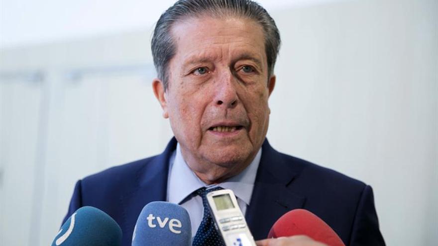 Mayor Zaragoza dona su biblioteca a la Universidad de Granada, de la que fue rector