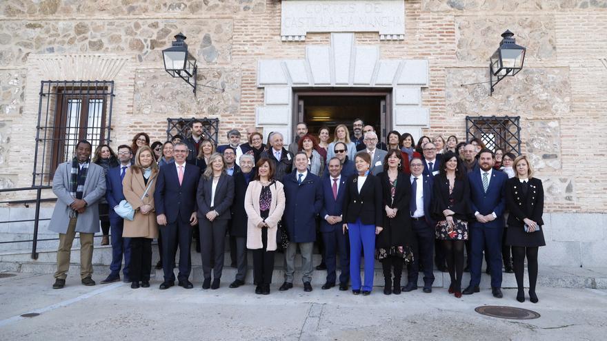 Entidades del tercer sector de Castilla-La Mancha junto a diputados del PSOE, PP y Ciudadanos
