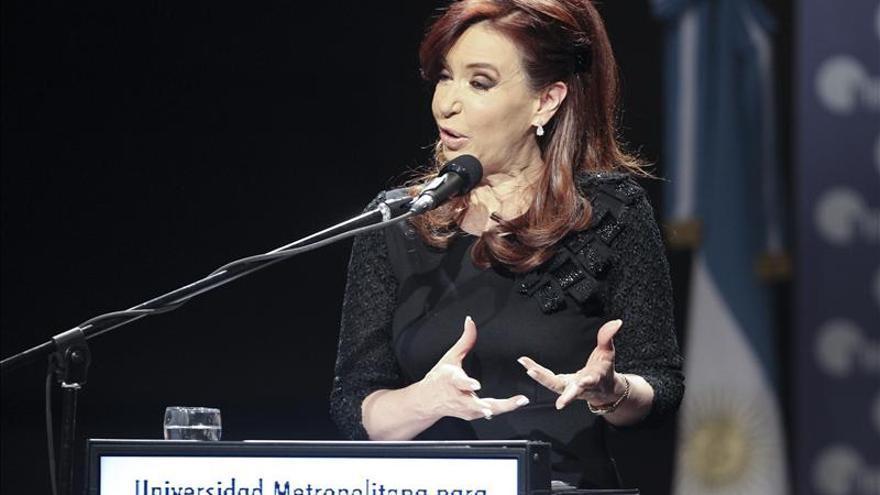Gobierno argentino aumenta subsidios a familias y anuncia control a precios