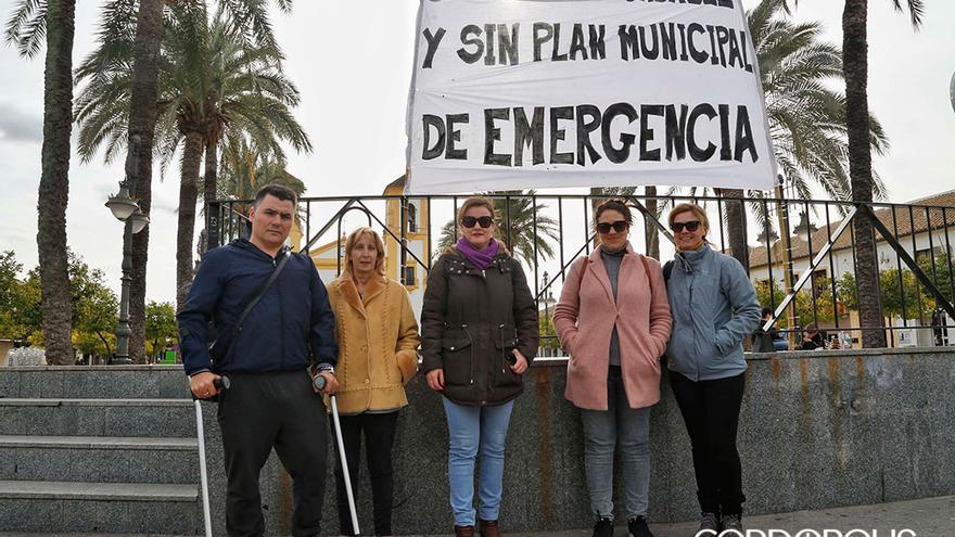 Vecinos de Cañero afectados por la declaración de zona inundable, en una protesta del año pasado | ÁLEX GALLEGOS