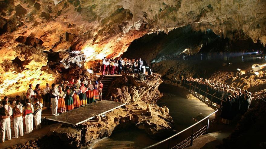 La Cueva del Soplao supone un valor añadido bruto de más de 40 millones anuales para Cantabria, según la UC