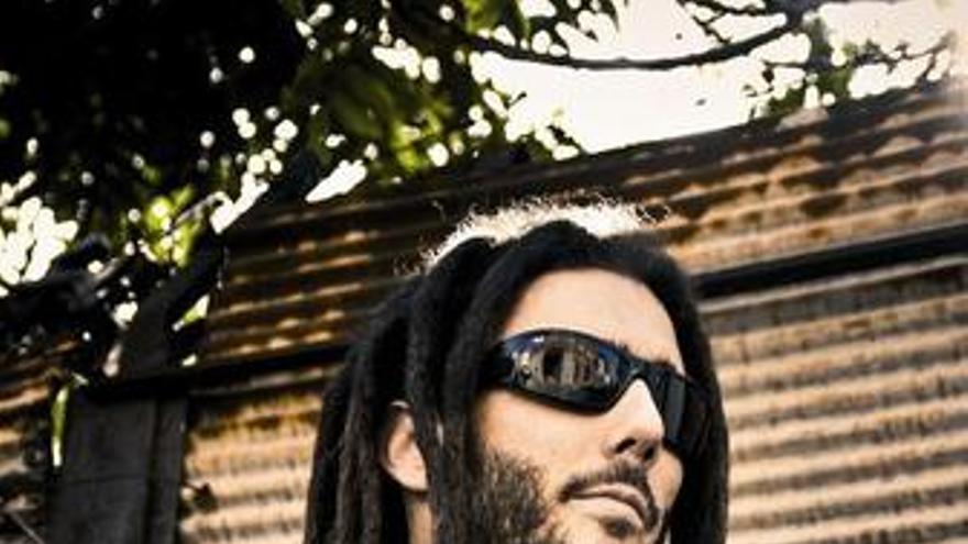 El cantante de reggae Elán Swan Fyahwboy