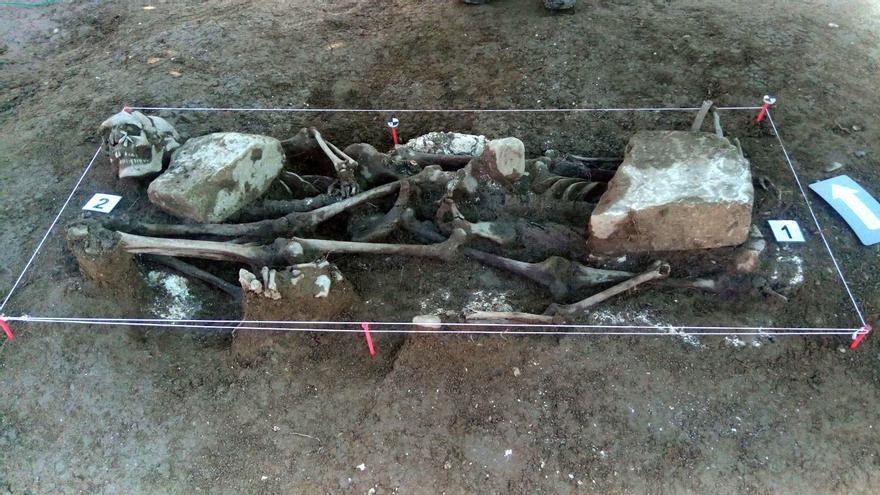 Restos humanos exhumados en Ibero (Navarra).