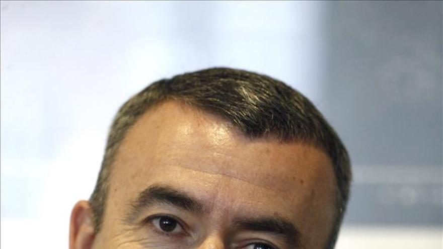 Lorenzo Silva afirma que invitaría al Rey a comportarse como el presidente de una república