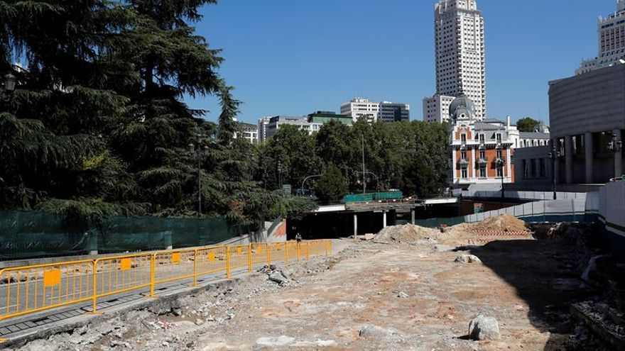 Nuevos restos arqueológicos aparecen en la calle Ferraz durante las obras de Plaza España