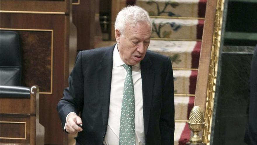 Margallo confía en que Londres acate, como España, el informe de la UE sobre Gibraltar