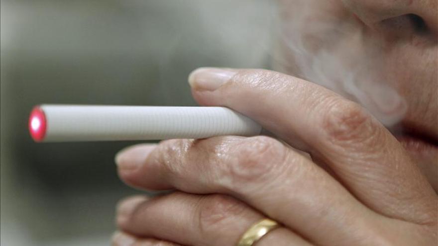 Cataluña prohíbe cigarrillos electrónicos en centros sanitarios públicos