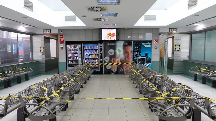 Sala de espera del intercambiador de Plaza de Castilla, epicentro de negocios y comunicaciones en la zona norte de Madrid.