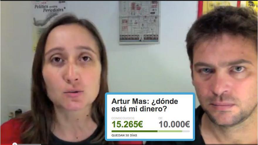 Marta Sibina (izq) y Albano Dante han logrado con sus vídeos y su periodismo sin concesiones financiar en tiempo record una investigación sobre la corrupción política en la sanidad catalana. Imagen: montaje captura de pantalla de YouTube más captura parcial del proyecto de Crowdfuning.