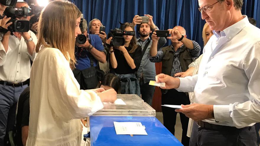 Feijóo votando en Vigo en las elecciones municipales que ganó el socialista Abel Caballero