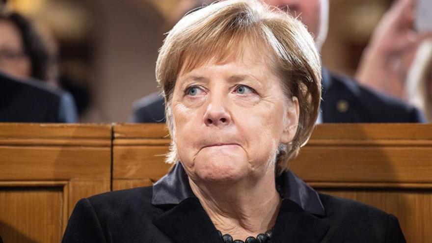 Merkel llama a luchar contra los gérmenes del antisemitismo y el racismo