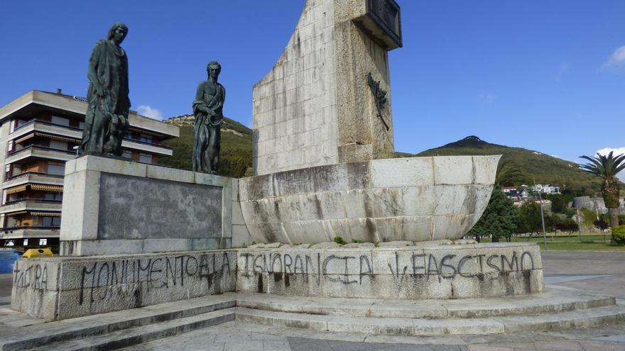 Monumento a Carrero Blanco en Santoña.   ROBERTO ALONSO